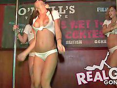 Público niñas, Jovencitas desvistiendose, Desnudas mojadas, Concursante, Concurso de camisetas mojadas, Concurso de camisetas