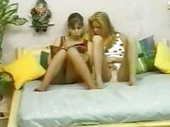 Dos juntas, Y girls, Suegra}, Suegras, Niña y madre, Jovenes y jovencita