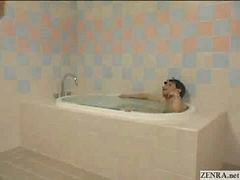 Japonesa dando banho, Meninas novinhas