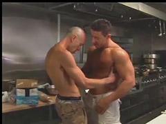 قبلات وممارسه الجنس, قبلات سكس, ضباط مثلي الجنس, شواذ ضباط, سكس تقبيل جنس, سكس تقبيل
