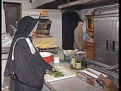 في المطابخ, راهبة الماني, راهبات الماني, فيمطبخ, راهبات, الرهبات, الراهبات خ