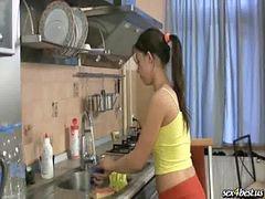 Niñas mamando, Enculada en la cocina, Se folla a la niña, Niña mamando y follando, Follando a las nenas, Follando cocina