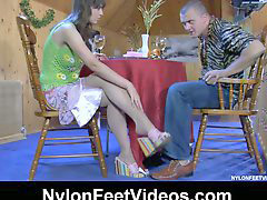 Nylon, Feet