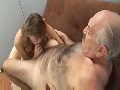 Yaşlı moruk genç kız, Yaşlı ihtiyar erkek, Kız adamı sikiyor, Küçcük kız yaşlı adam, Erkeği sikiyor, Yaşlı adam kızı sikiyor