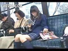 Frikis, En el bus follando, Autobus colegialas, Colegialas seducidas, Colegiala en el bus, Colegiala en autobús follando