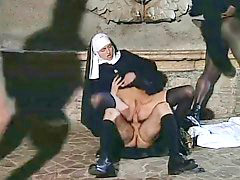 Monjas}, Monjas, Monja, Sexo duro, Sexo en grupo