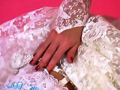 `خلع الملابس, يداعبها, عروسه سعوديه, عروسه خ, عروس عراقيه, ثوب ح
