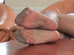 Milf, Feet